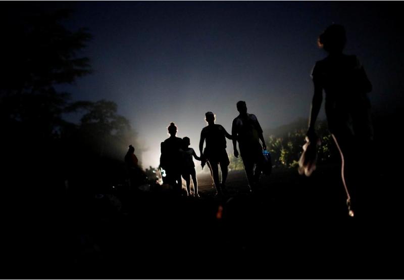 Đoàn người di cư Trung Mỹ đến được TP Mapastepec, bang Chiapas (Mexico) ngày 25-10. Ảnh: REUTERS