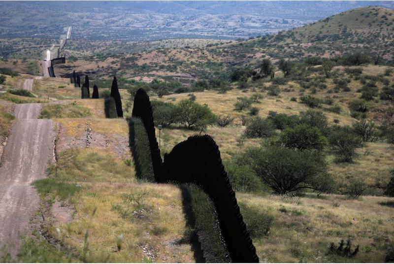 Biên giới Mỹ-Mexico. Ảnh: REUTERS