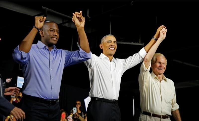 Cựu Tổng thống Mỹ Barack Obama và các ứng viên Dân chủ Andrew Gillum (phải) và Bill Neslon (trái) trong cuộc vận động ở TP Miami, bang Florida (Mỹ) ngày 2-11. Ảnh: REUTERS