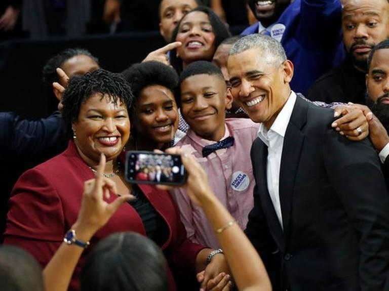 Cựu Tổng thống Mỹ Barack Obama đang rất tích cực vận động cho các ứng viên Dân chủ. Trong ảnh là lần vận động của ông ở TP Miami, bang Florida (Mỹ) ngày 2-11. Ảnh: REUTERS