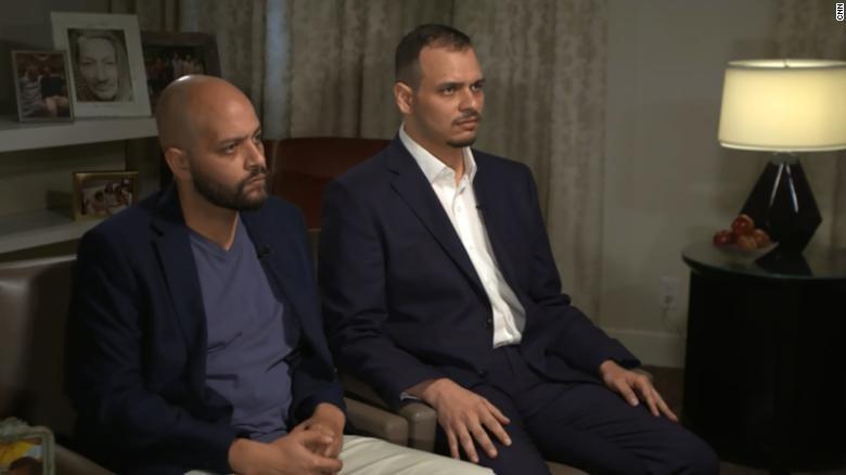 Anh Abdullah Khashoggi (trái) và người anh Salah Khashoggi trong cuộc trả lời phỏng vấn CNN ngày 4-11. Ảnh: CNN