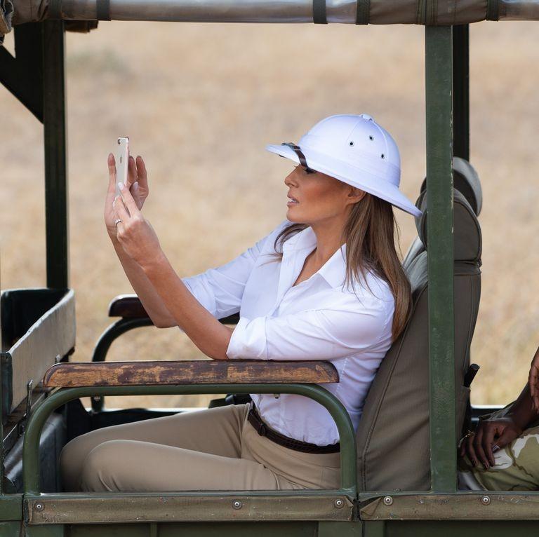Đệ nhất phu nhân Mỹ Melania Trump bị chỉ trích vì đội chiếc mũ của thực dân trong chuyến thăm châu Phi tháng 10. Ảnh: GETTY IMAGES