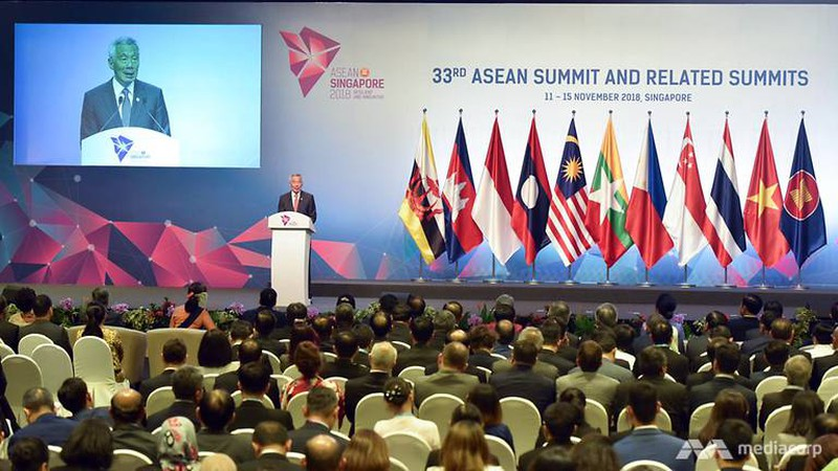 Thủ tướng Singapore Lý Hiển Long phát biểu tại phiên khai mạc Hội nghị cấp cao ASEAN thứ 33 và các hội nghị liên quan tại Singapore ngày 13-11. Ảnh: CNA