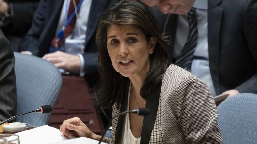 Đại sứ Mỹ tại LHQ Nikki Haley phát biểu tại phiên họp khẩn HĐBA ngày 26-11 ở New York (Mỹ) về việc Nga bắt tàu Ukraine. Ảnh: GETTY IMAGES