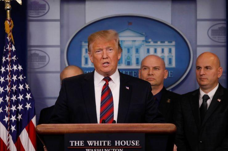 Tổng thống Mỹ Donald Trump nói về an ninh biên giới trong cuộc họp báo tại Nhà Trắng ngày 3-1. Ảnh: REUTERS