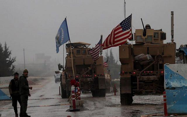 Binh sĩ và xe quân sự Mỹ ở Manbji (Syria) ngày 30-12-2018. Ảnh: AFP