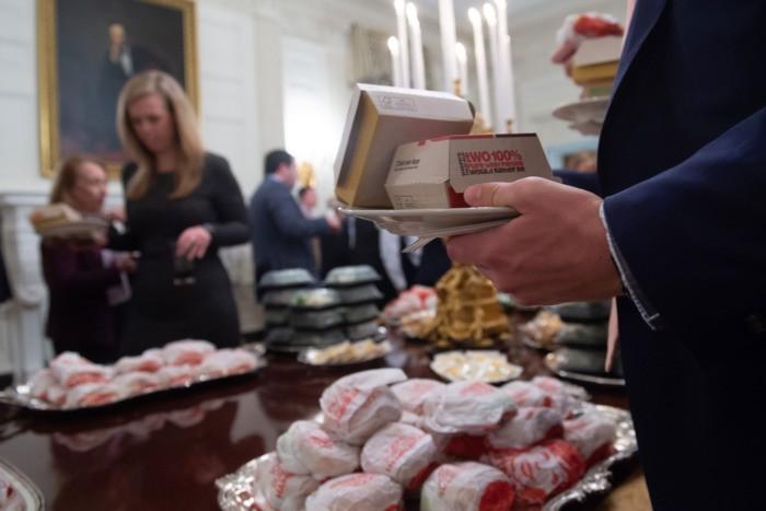 Ông Trump đãi khách đồ ăn nhanh vì bếp Nhà Trắng nghỉ làm  - ảnh 5