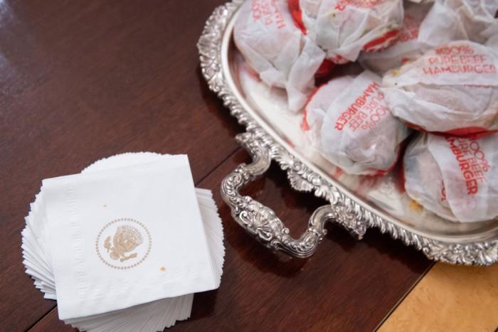 Ông Trump đãi khách đồ ăn nhanh vì bếp Nhà Trắng nghỉ làm  - ảnh 9