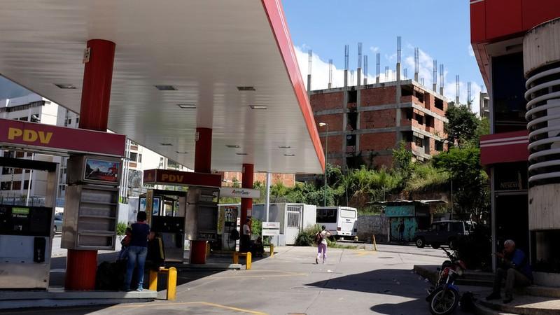 Một trạm xăng đóng cửa của tập đoàn dầu khí quốc gia Venezuela PDVSA. Ảnh: REUTERS