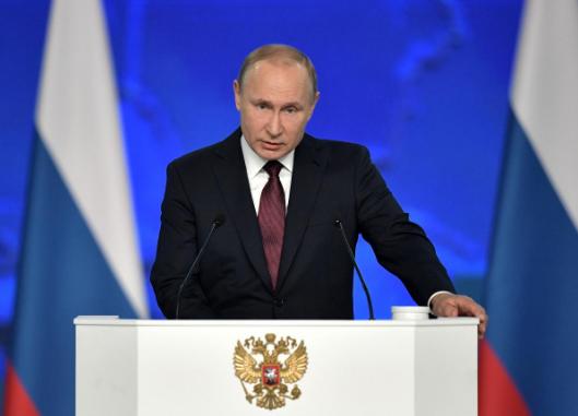 Tổng thống Nga Vladimir Putin phát biểu Thông điệp Liên bang trước các nghị sĩ, quan chức Hội đồng Liên bang, và nhiều quan chức cấp cao khác tại Quốc hội Nga ở Moscow (Nga) ngày 20-2. Ảnh: SPUTNIK