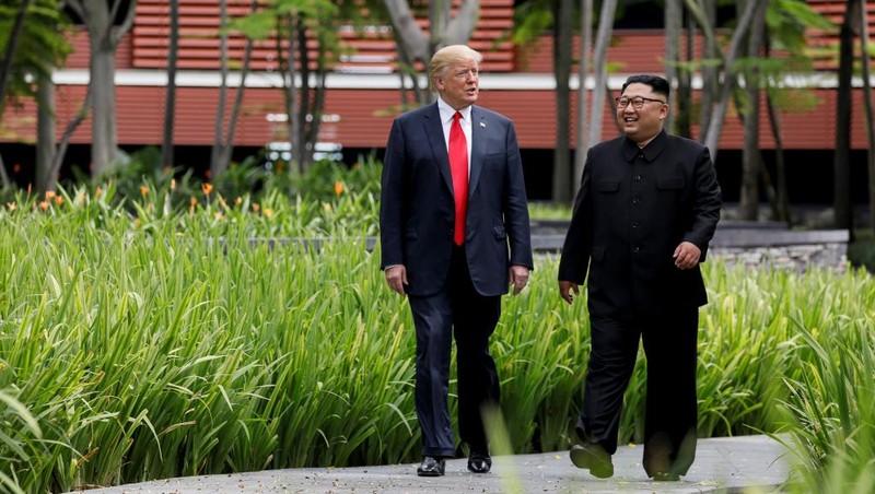 Kỳ thượng đỉnh đầu tiên tháng 6-2018 tại Singapore, Tổng thống Mỹ Donald Trump và lãnh đạo Triều Tiên đã gây ấn tượng với thế giới, lần này khả năng lớn sẽ có họp báo chung giữa hai lãnh đạo. Ảnh: REUTERS