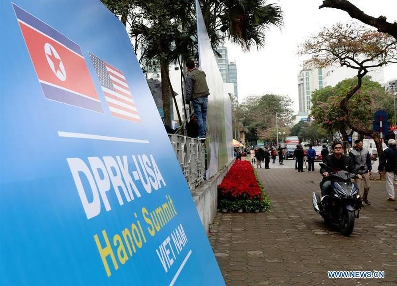 Quảng bá sự kiện thượng đỉnh Mỹ-Triều trên đường phố Hà Nội. Ảnh: THX