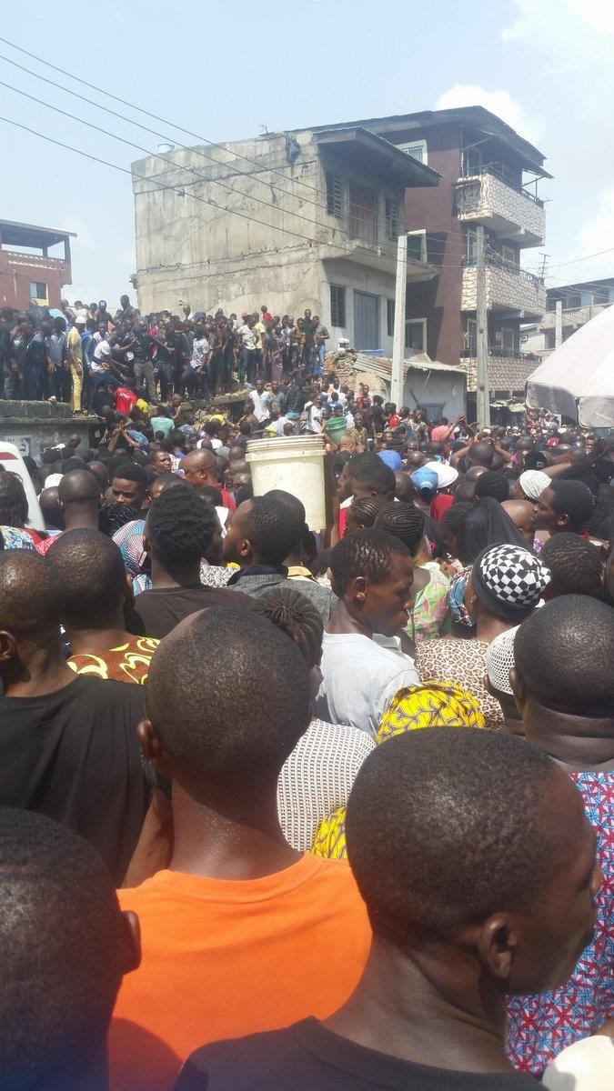 Sập trường học, hơn 100 học sinh tiểu học bị chôn vùi - ảnh 2