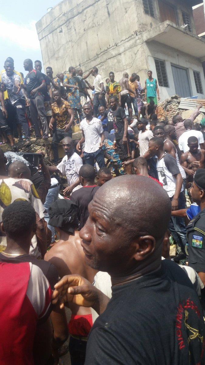 Sập trường học, hơn 100 học sinh tiểu học bị chôn vùi - ảnh 1