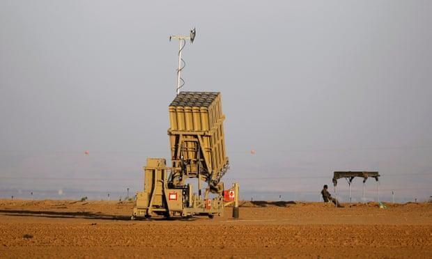 Đơn vị tên lửa đánh chặn Iron Dome của Israel được triển khai gần Dải Gaza. Ảnh: REUTERS