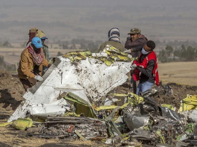 Hiện trường tai nạn chiếc Boeing 737 MAX 8 rơi ở Ethiopia sáng 10-3. Ảnh: REUTERS