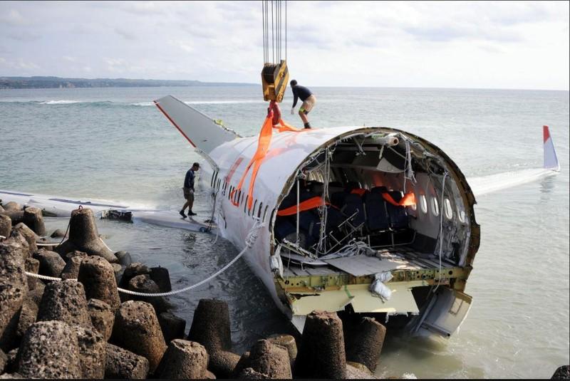 Hiện trường tai nạn của chiếc Boeing 737 MAX 8 của hãng Lion Air rơi ở Indonesia ngày 29-10-2018. Ảnh: SBS