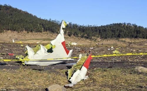 Hiện trường tai nạn của chiếc Boeing 737 MAX 8 của hãng Ehiopian Airlines rơi ở Ethiopia ngày 29-10-2018. Ảnh: SAHARA REPORTERS