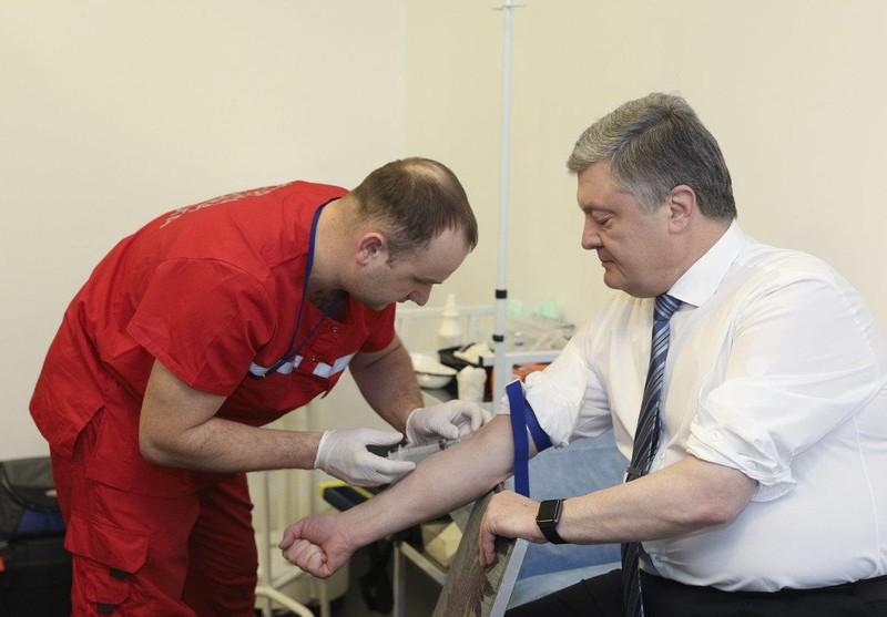 Bầu cử Ukraine: Ông Zelenskiy thách ông Poroshenko thử ma túy - ảnh 1