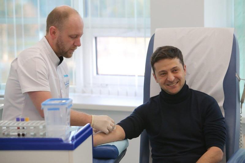 Bầu cử Ukraine: Ông Zelenskiy thách ông Poroshenko thử ma túy - ảnh 2