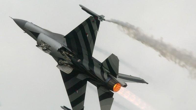 Một chiếc máy bay chiến đấu F-16 của Không quân Hà Lan. Ảnh: REUTERS