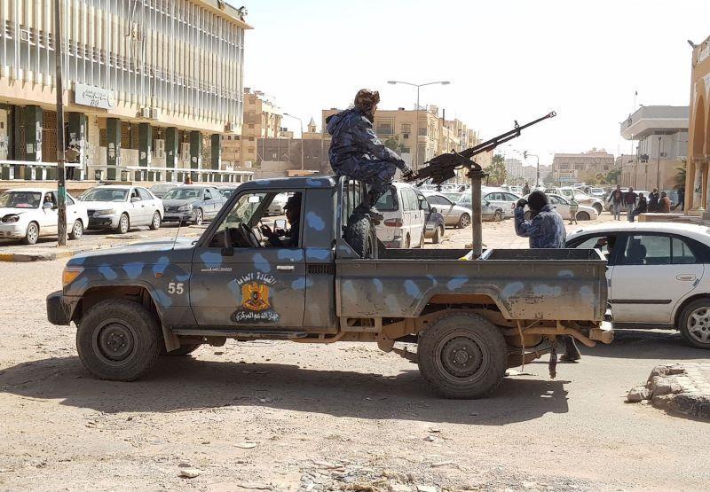 Lính của Tướng Haftar tuần tra TP Sabha ở miền Nam Libya ngày 9-2. Ảnh: AFP