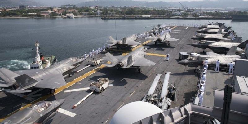 F-35B và thủy thủ trên tàu USS Wasp. Ảnh: US NAVY