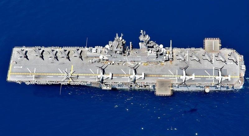 Tàu đổ bộ tấn công USS Wasp mang theo nhiều tiêm kích chiến đấu F-35B. Ảnh: US NAVY