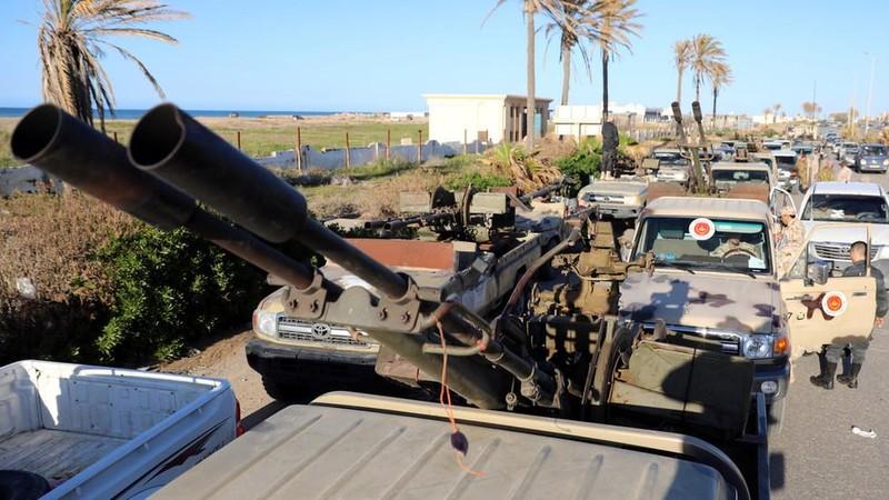 Xe quân sự của lực lượng GNA trung thành chính quyền thủ đô tập trung tại Tripoli (Libya). Ảnh: REUTERS