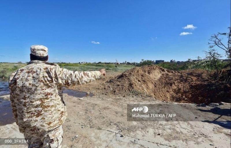 Tripoli yêu cầu công tố quân đội ra lệnh bắt Tướng Haftar - ảnh 4