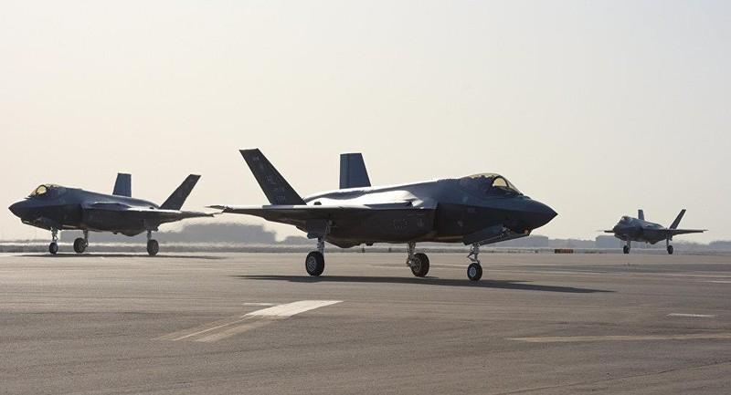 3 chiếc F-35A của được chuyển tới căn cứ không quân Al Dhafar của UAE ngày 15-4. Ảnh: SPUTNIK
