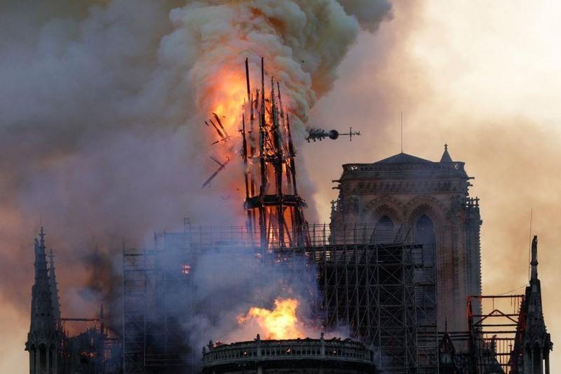 Nhà thờ Đức Bà: Kiến trúc gỗ 900 năm bị thiêu rụi - ảnh 3