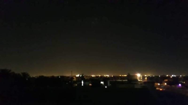 Các tên lửa rơi trúng các khu dân cư. Ảnh: TWITTER