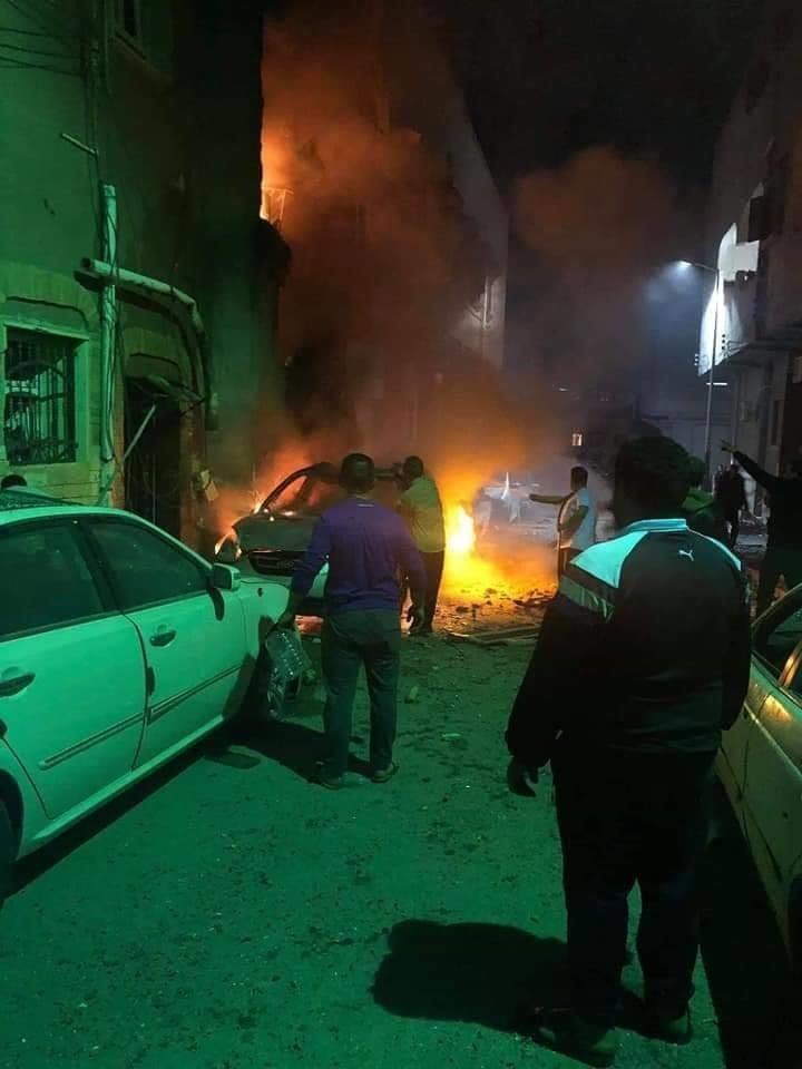 Hiện trường Tripoli bị nã tên lửa. Các tên lửa được sử dụng là tên lửa đất đối đất, được phóng đi từ phía nam Tripoli. Ảnh: TWITTER