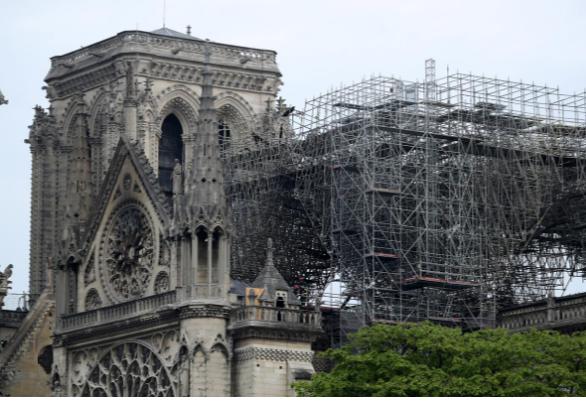 Hình ảnh nhà thờ hư hại nặng, ông Macron hứa sửa trong 5 năm - ảnh 11