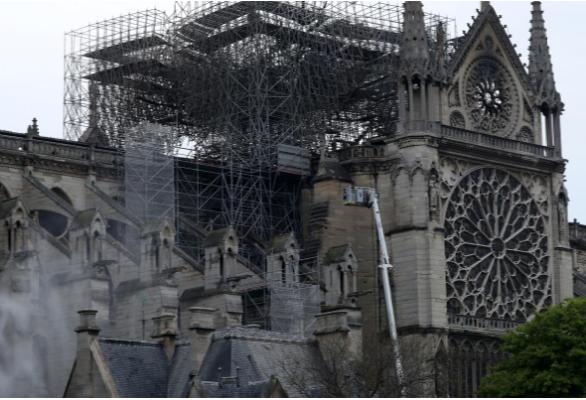 Hình ảnh nhà thờ hư hại nặng, ông Macron hứa sửa trong 5 năm - ảnh 12