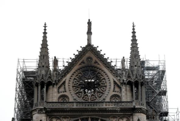 Hình ảnh nhà thờ hư hại nặng, ông Macron hứa sửa trong 5 năm - ảnh 14