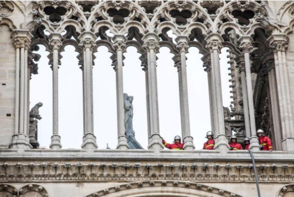 Hình ảnh nhà thờ hư hại nặng, ông Macron hứa sửa trong 5 năm - ảnh 4