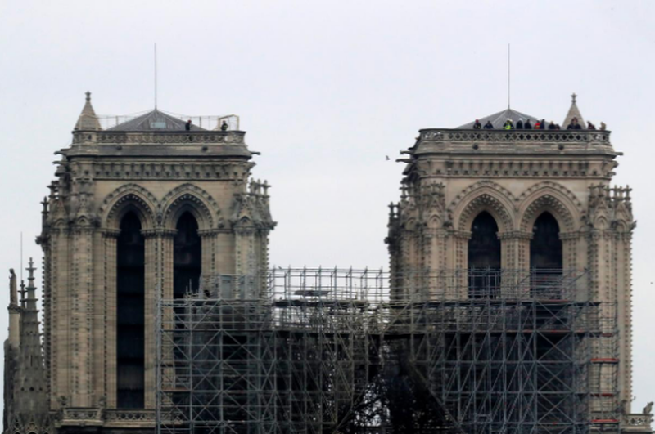 Hình ảnh nhà thờ hư hại nặng, ông Macron hứa sửa trong 5 năm - ảnh 3