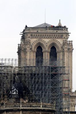 Hình ảnh nhà thờ hư hại nặng, ông Macron hứa sửa trong 5 năm - ảnh 6
