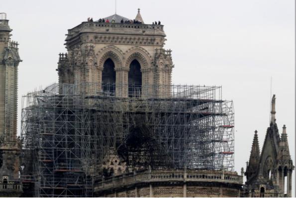 Hình ảnh nhà thờ hư hại nặng, ông Macron hứa sửa trong 5 năm - ảnh 8