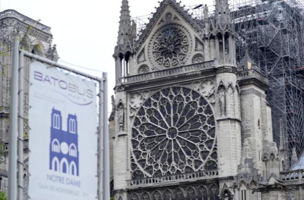 Hình ảnh nhà thờ hư hại nặng, ông Macron hứa sửa trong 5 năm - ảnh 9