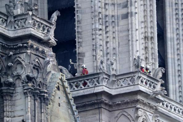 Hình ảnh nhà thờ hư hại nặng, ông Macron hứa sửa trong 5 năm - ảnh 10