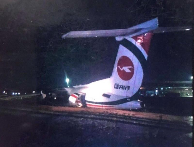 Máy bay chở khách trượt đường băng, nứt gãy thân ở Myanmar - ảnh 2