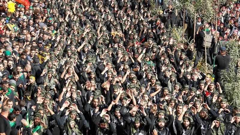 Các tay súng ủng hộ Hezbollah. Ảnh: REUTERS