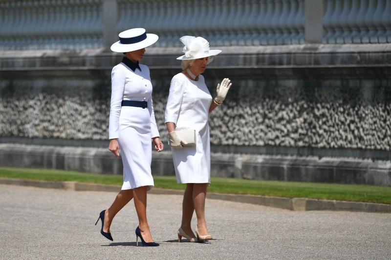 Hình ảnh vợ chồng Tổng thống Trump gặp Hoàng gia Anh - ảnh 4
