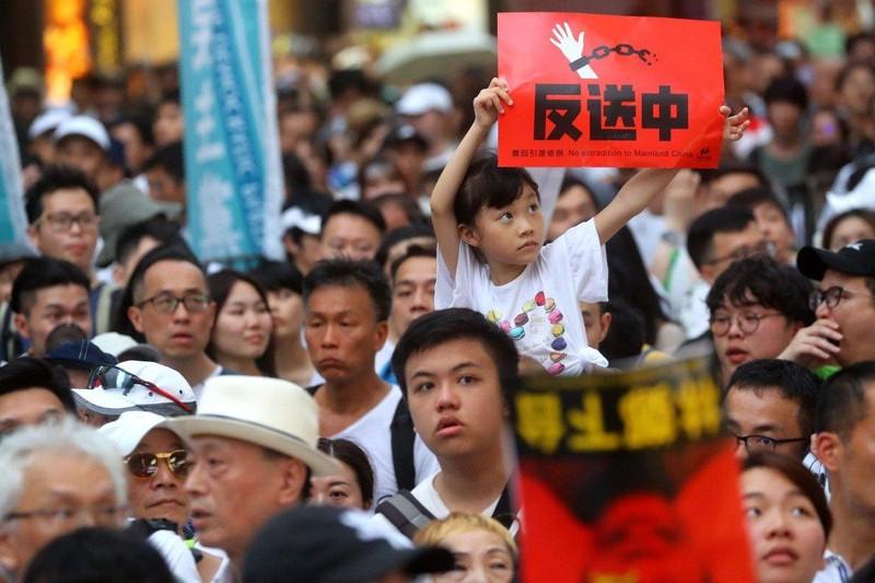 Biểu tình ở Hong Kong ngày 9-6 phản đối dự luật cho phép dẫn độ nghi phạm, tội phạm sang Trung Quốc đại lục. Ảnh: SCMP