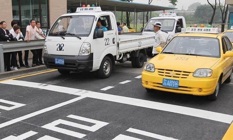 Sát hạch cấp giấy phép lái xe ở Hàn Quốc. Ảnh:  SHUTTERS STOCK