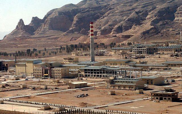 Một cơ sở xử lý uranium của Iran gần TP Isfahan của Iran – có nhiệm vụ xử lý quặng uranium tinh chế và sau đó đưa uranium vào các máy ly tâm để làm giàu. Ảnh: AP