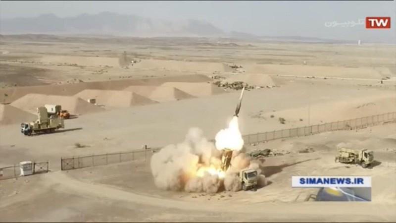 Hệ thống tên lửa phòng không Khordad 15 của Iran có thể tiêu diệt cả 6 mục tiêu cùng lúc. Ảnh: TWITTER